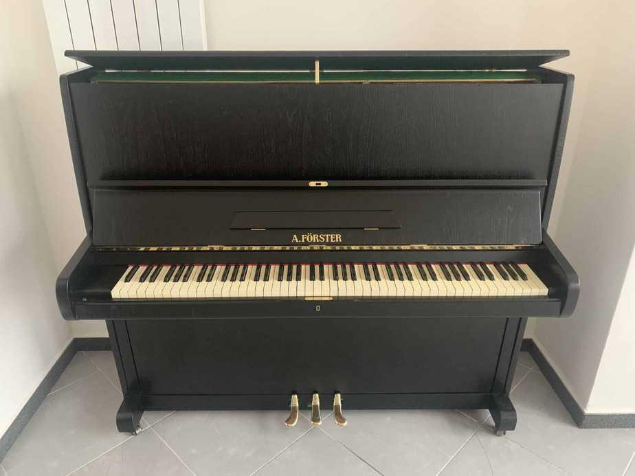 Černé pianino zn. A. Förster