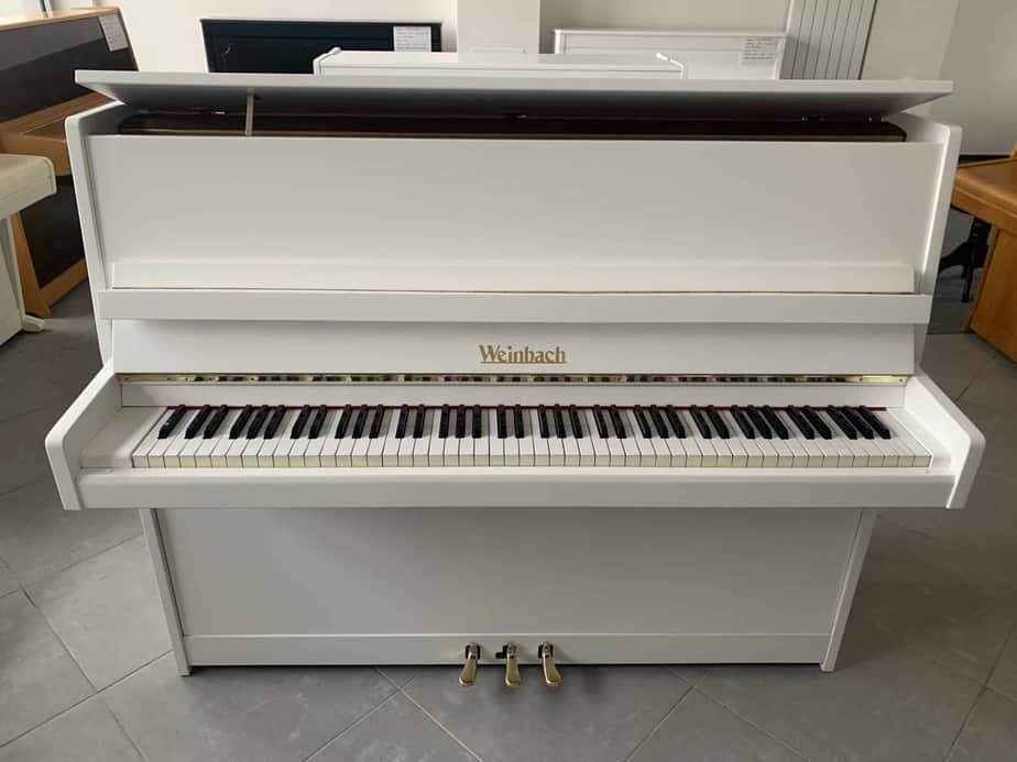 Bílé pianino Weinbach