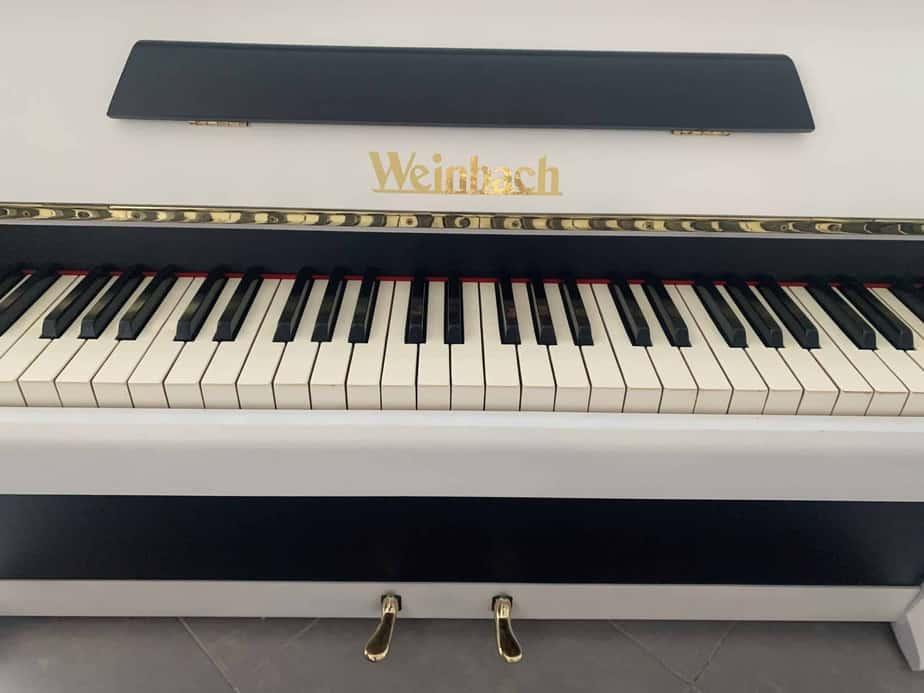 Černobílé pianino Weinbach