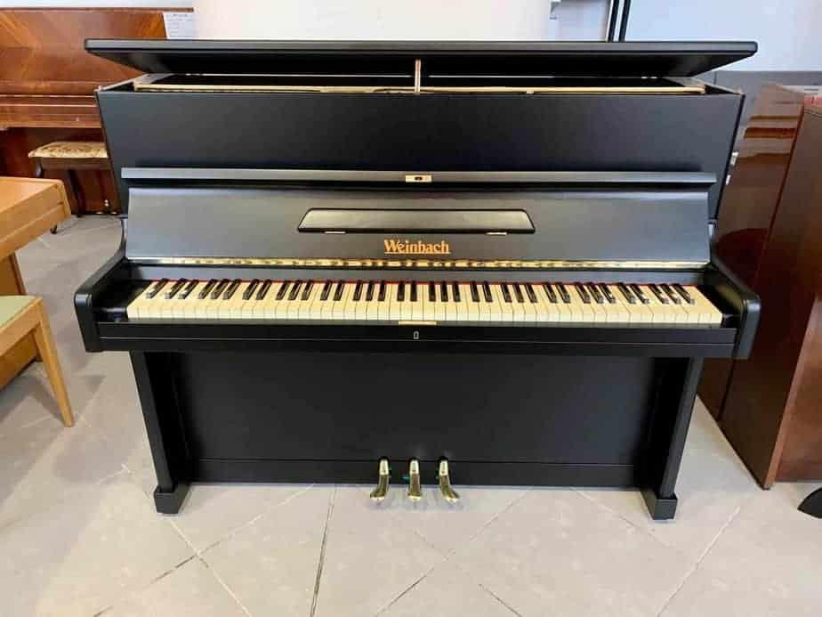 Černé pianino Weinbach