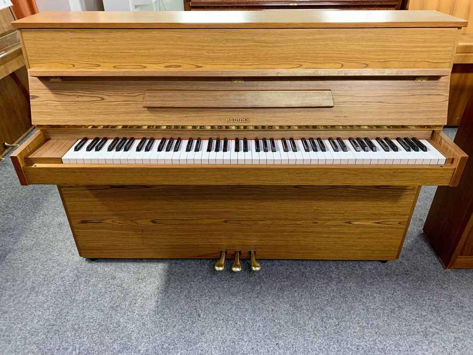Klavír - pianino Hellas