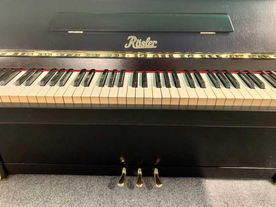 Černé pianino Rösler